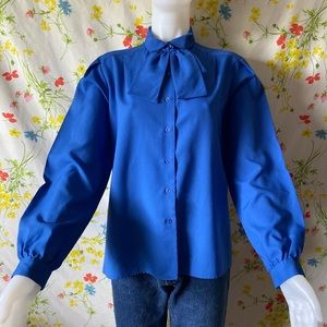 VINTAGE 70s BLUE PUSSY BOW BUTTON UP TOP
